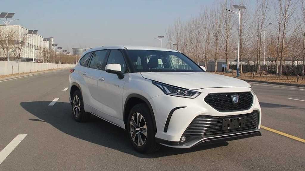 Soc Xe bo truong Toyota Crown lung lay mot thoi nay da bien chat thanh the nay day!